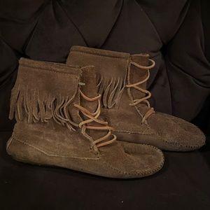 Minnetonka Front Lace Boots